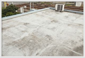 陸屋根の色褪せやざらつきはメンテナンス時期の目安