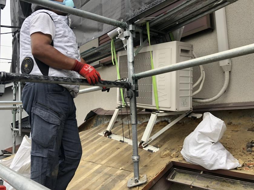 屋根葺き替え工事・瓦の撤去作業