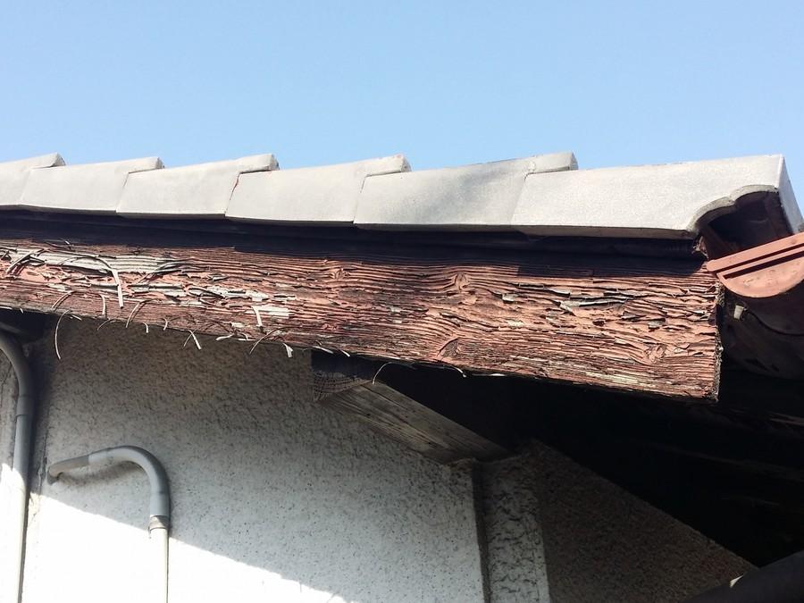 破風板が劣化しています