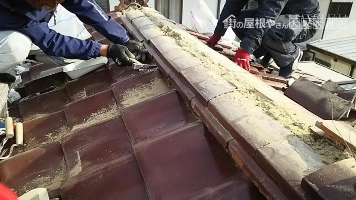 瓦の下の土を撤去