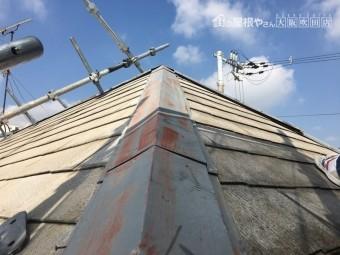 屋根重ね葺き工法 棟版板金の交換 現状