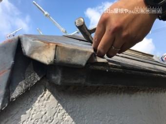屋根重ね葺き工法 棟版板金の交換 釘抜作業
