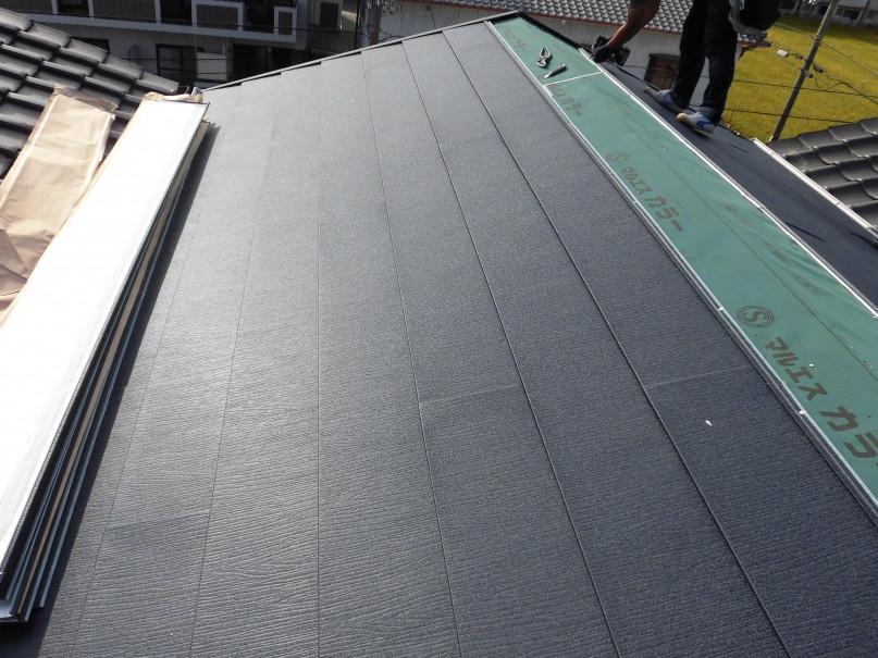 ガルテクトで屋根面を形成中