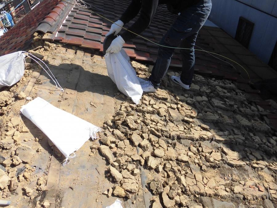 葺き替え工事 葺き土の撤去