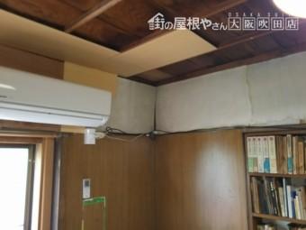 雨漏りの応急処置で板を張られた天井と内壁