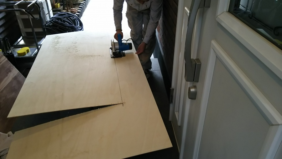 雨漏り補修用木材カット