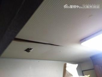 雨漏り調査開始 天井クロスめくれ