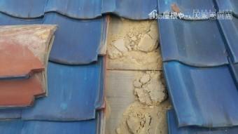 台風ではがれた屋根瓦