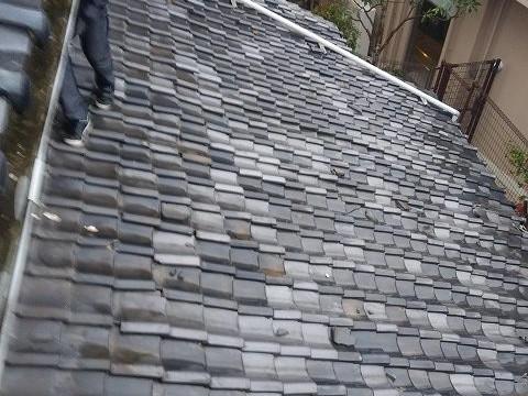 下屋根の屋根調査中