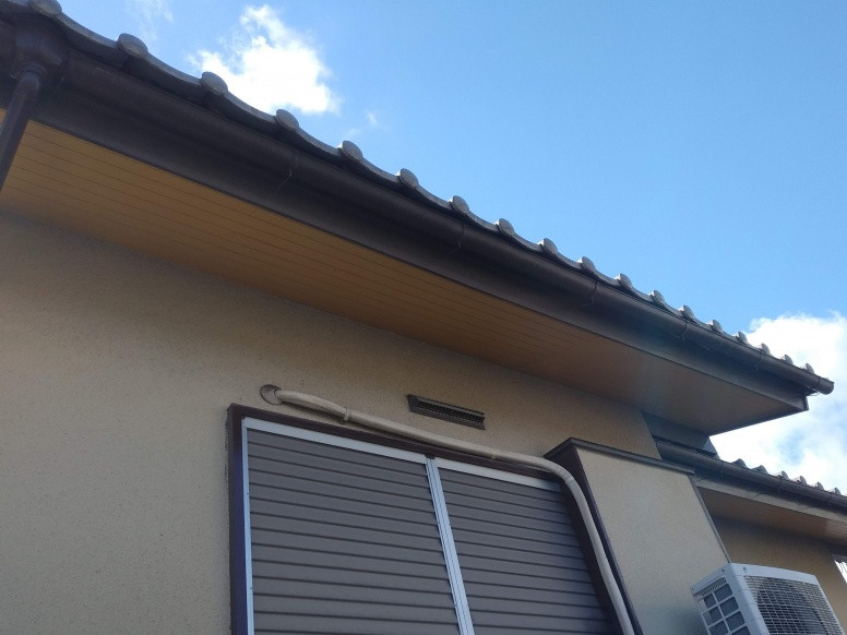 雨樋よりも前に突出した屋根先
