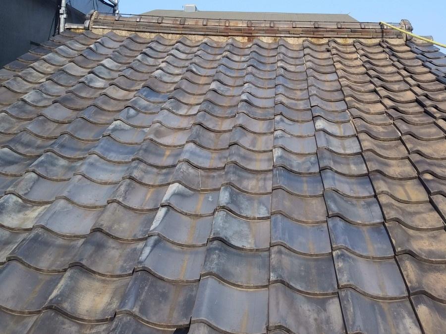 劣化が表れている瓦屋根