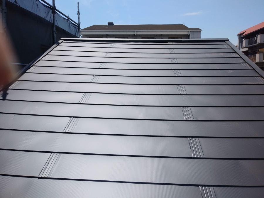 葺き替え直後のガルバリウム鋼板