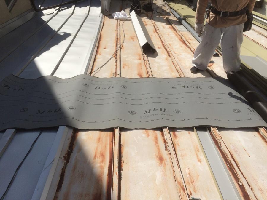 瓦棒屋根カバー工事の下地の防水シート