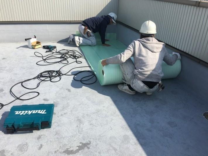 大阪市旭区で屋上防水工事 マット敷設