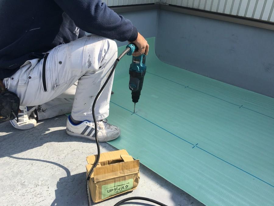 大阪市旭区で屋上防水工事 アンカー作業