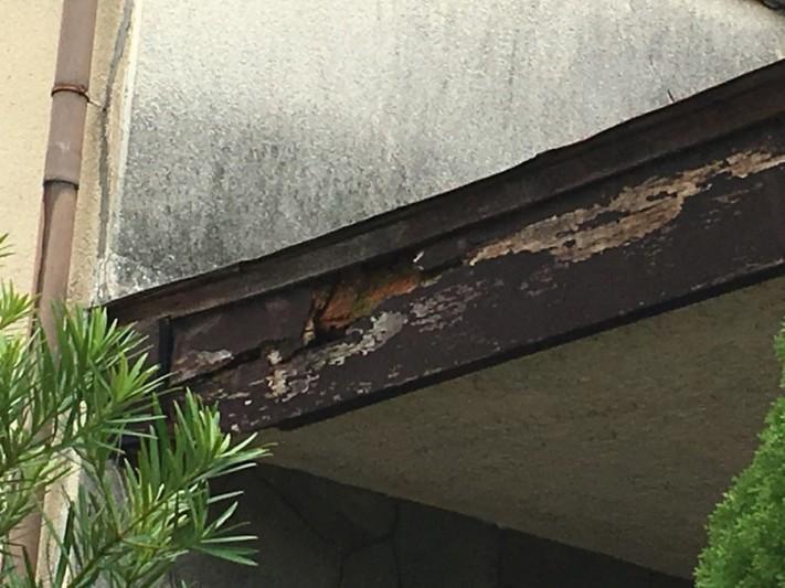 豊中市 雨漏り調査の現場・玄関の屋根