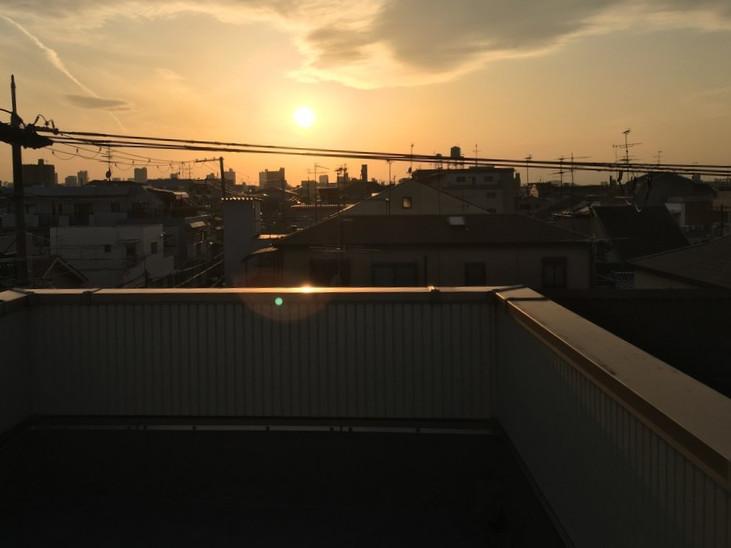 工事後の陸屋根と夕焼け