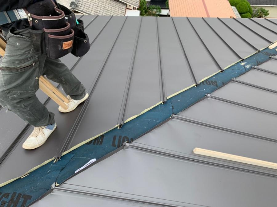 ルーフィングの上から葺いたガルバリウム鋼板