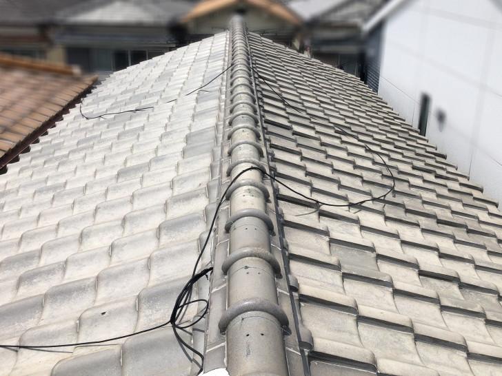 雨漏りを起こしている瓦屋根を調査します