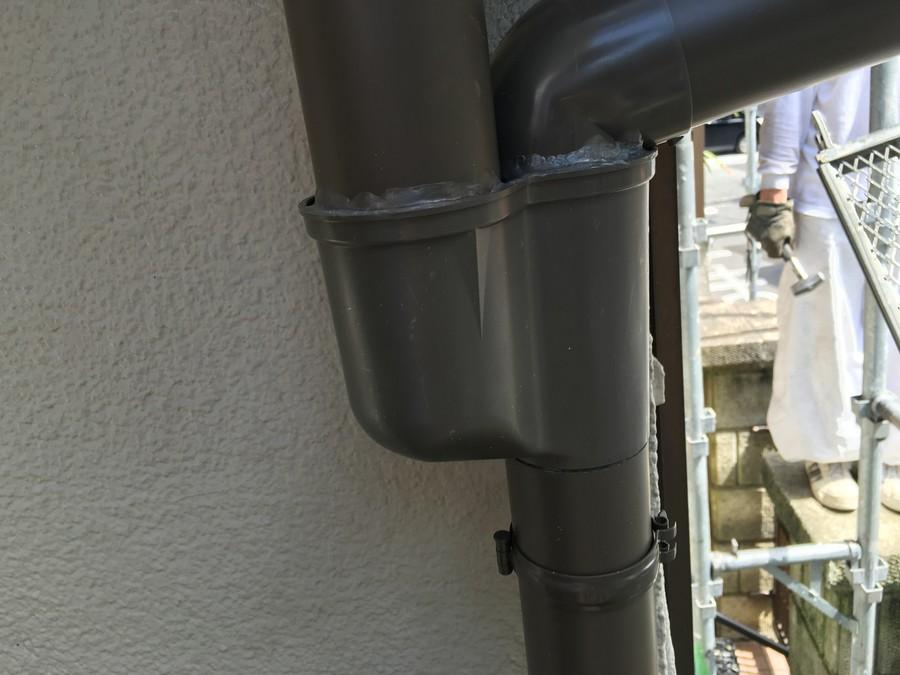 軒樋に設置された寄せ桝(よせます)