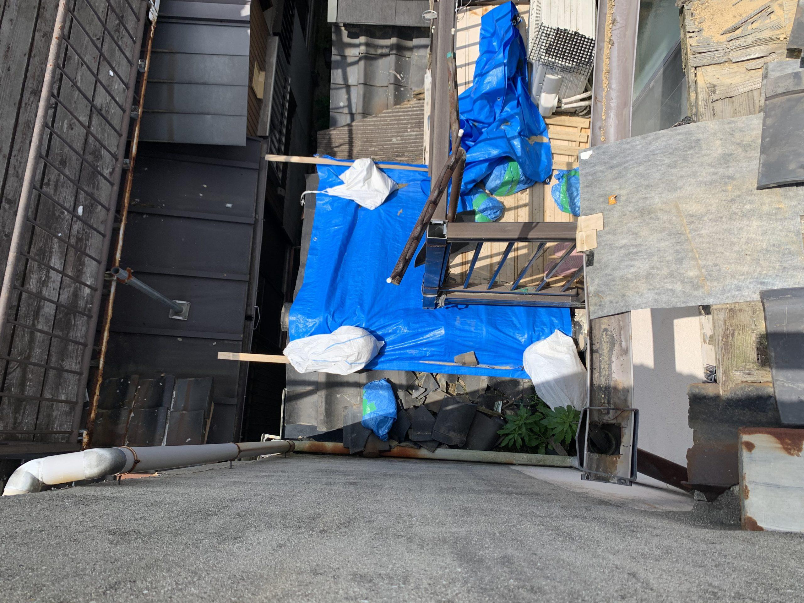 雨漏りを防ぐためのブルーシート