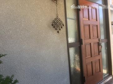 ドアの横の外壁の様子
