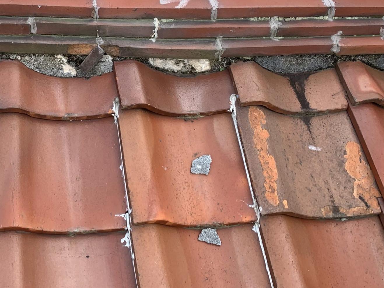面戸に詰められた屋根漆喰の剥がれ