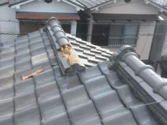 強風で崩れた屋根瓦