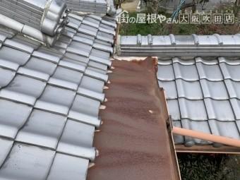 劣化し錆びた金属屋根