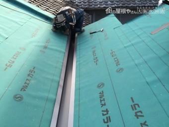 ガルバリウム鋼板製谷板金はめ込み