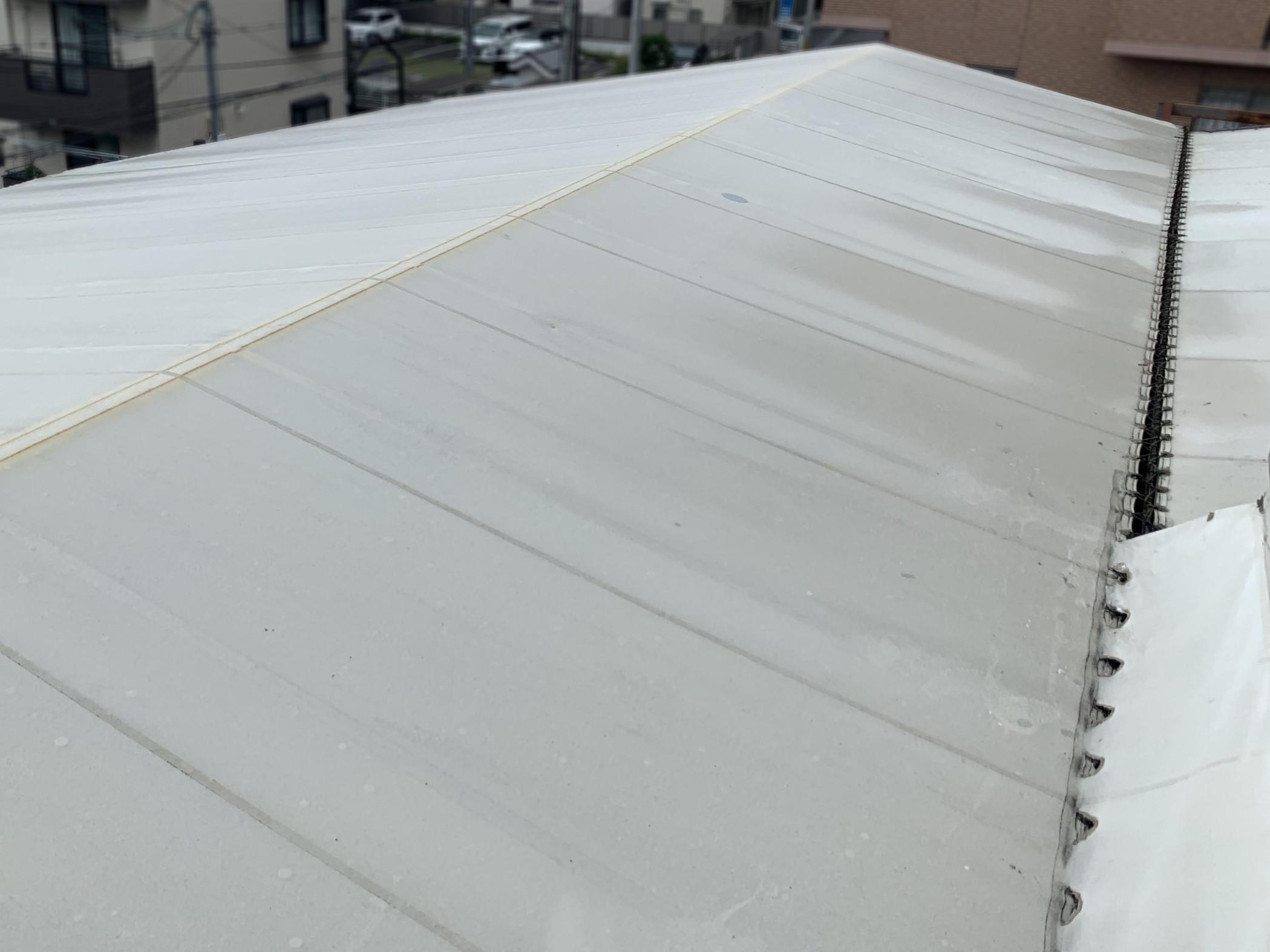 テント屋根の境目