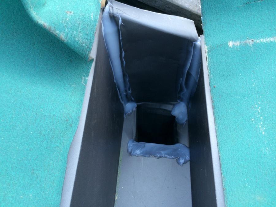 ガルバリウム鋼板製谷板金コーキング処理