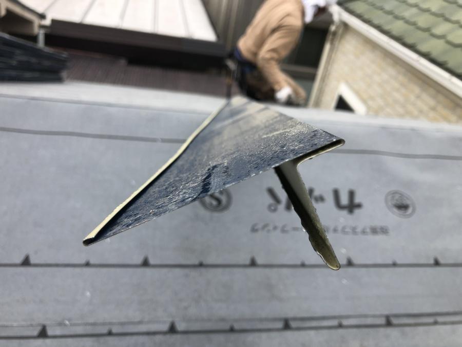 屋根に使用する唐草板金