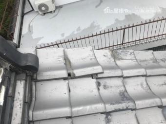 台風で歪んだケラバ部分の瓦