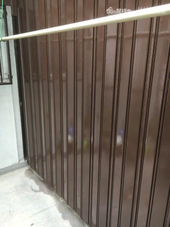 再塗装した鉄製の雨戸
