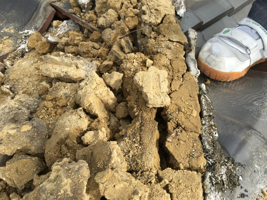 防水機能が低下している湿った葺き土