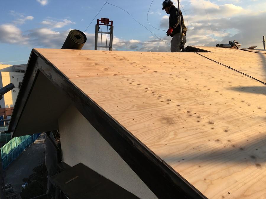 箕面市にて雨漏りを解決する葺き替え工事 野地板野地板