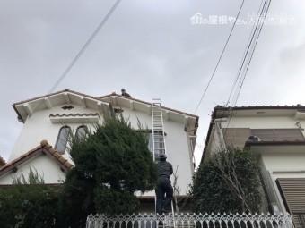 梯子で2階屋根に上る