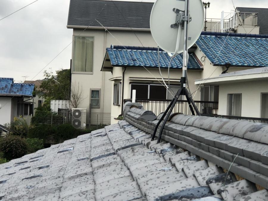 台風による大棟のゆがみ
