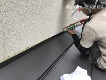 壁際の雨仕舞作業