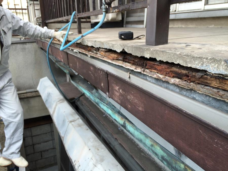 剥がれてこれから先落ちそうなコンクリートの撤去後