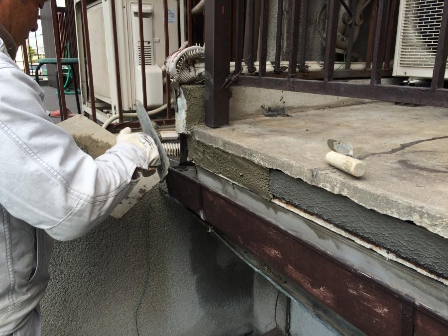 ベランダ補修、コンクリート塗り1回目