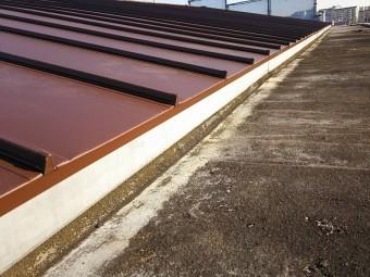 オータムレッド色の立平の施工
