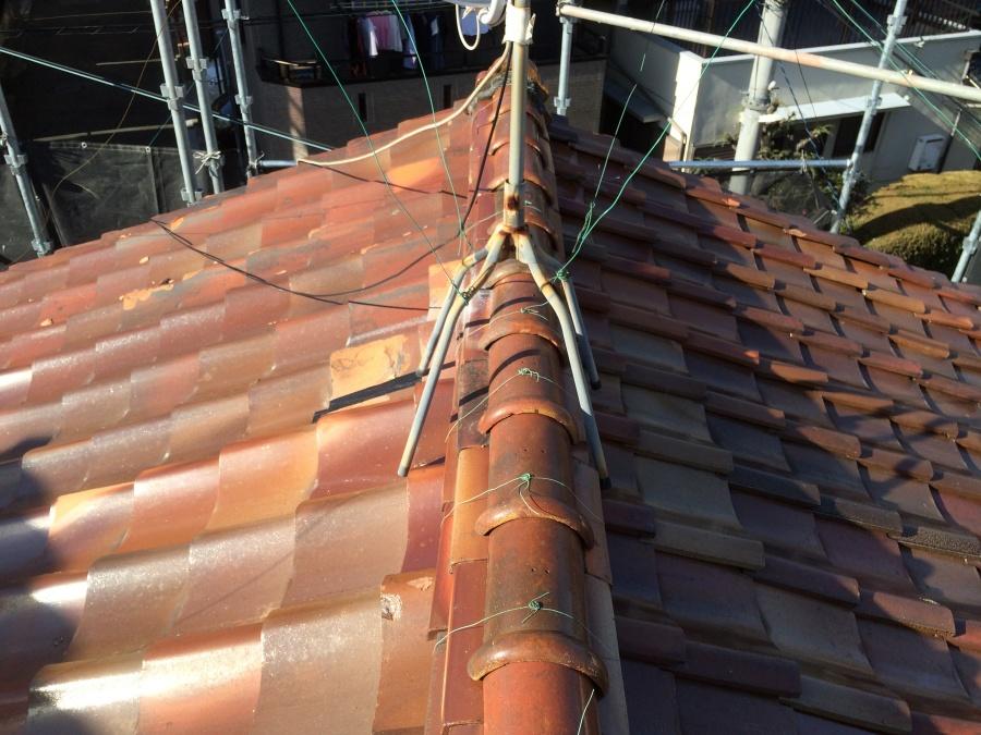 葺き替え工事前の瓦屋根
