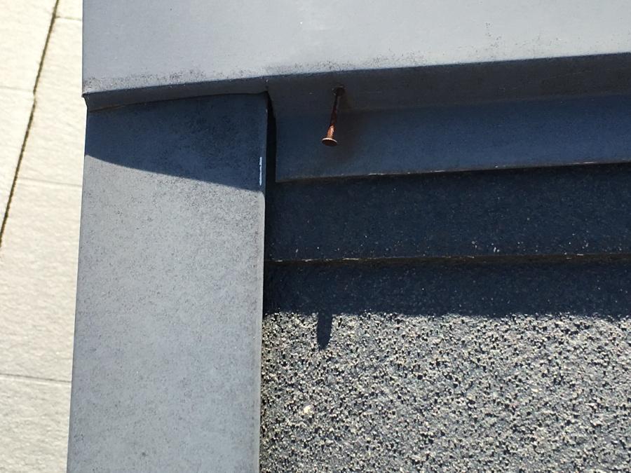 釘が浮いた棟板金