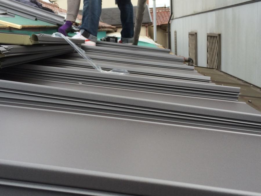 エバールーフ立平葺きに屋根葺き替え工事