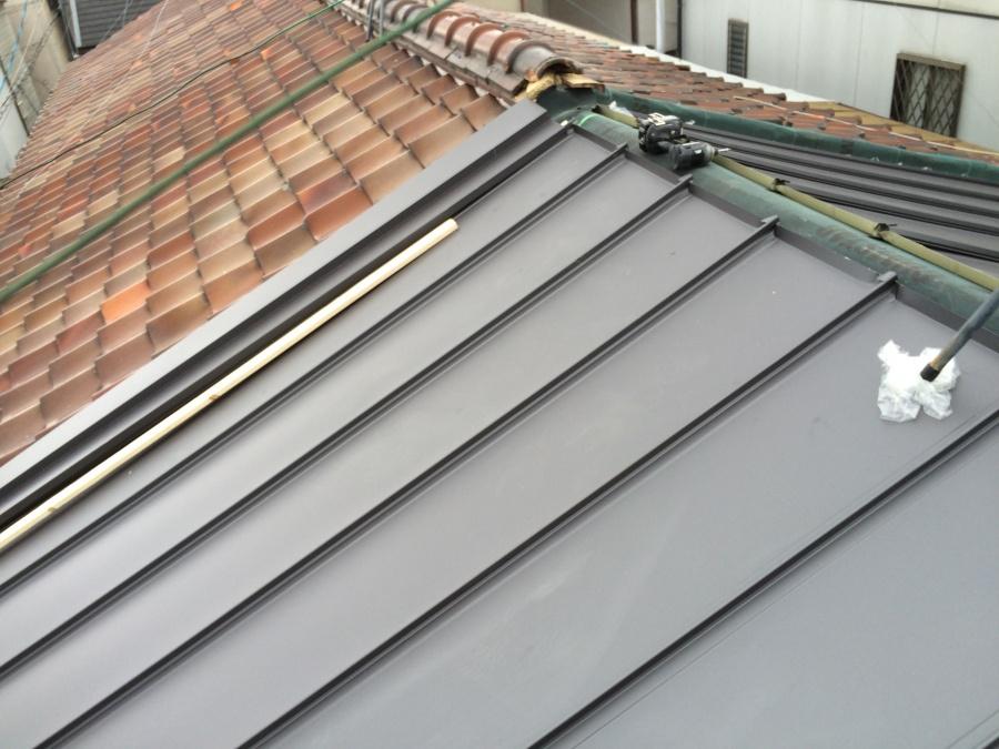 瓦屋根から金属屋根への立平葺き工法による葺き替え工事