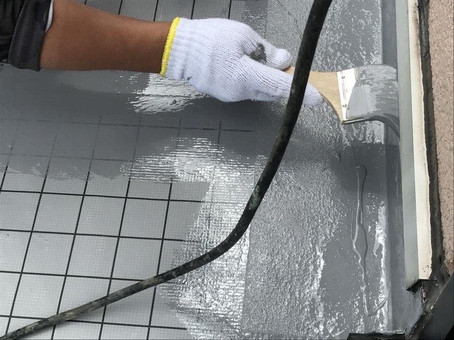 防水工事立ち上がりメッシュ部分塗装