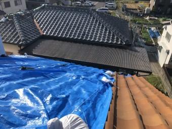 台風で破損した瓦屋根