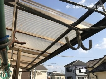 劣化したポリカ波板屋根